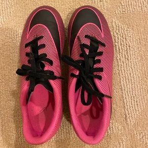 Nike kids' bravata II FG pink soccer cleats girls